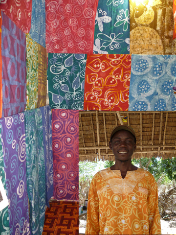 8f3870e20b3 For more than 10 years Eazy has created his unique batik textiles. He  consistently creates new patterns